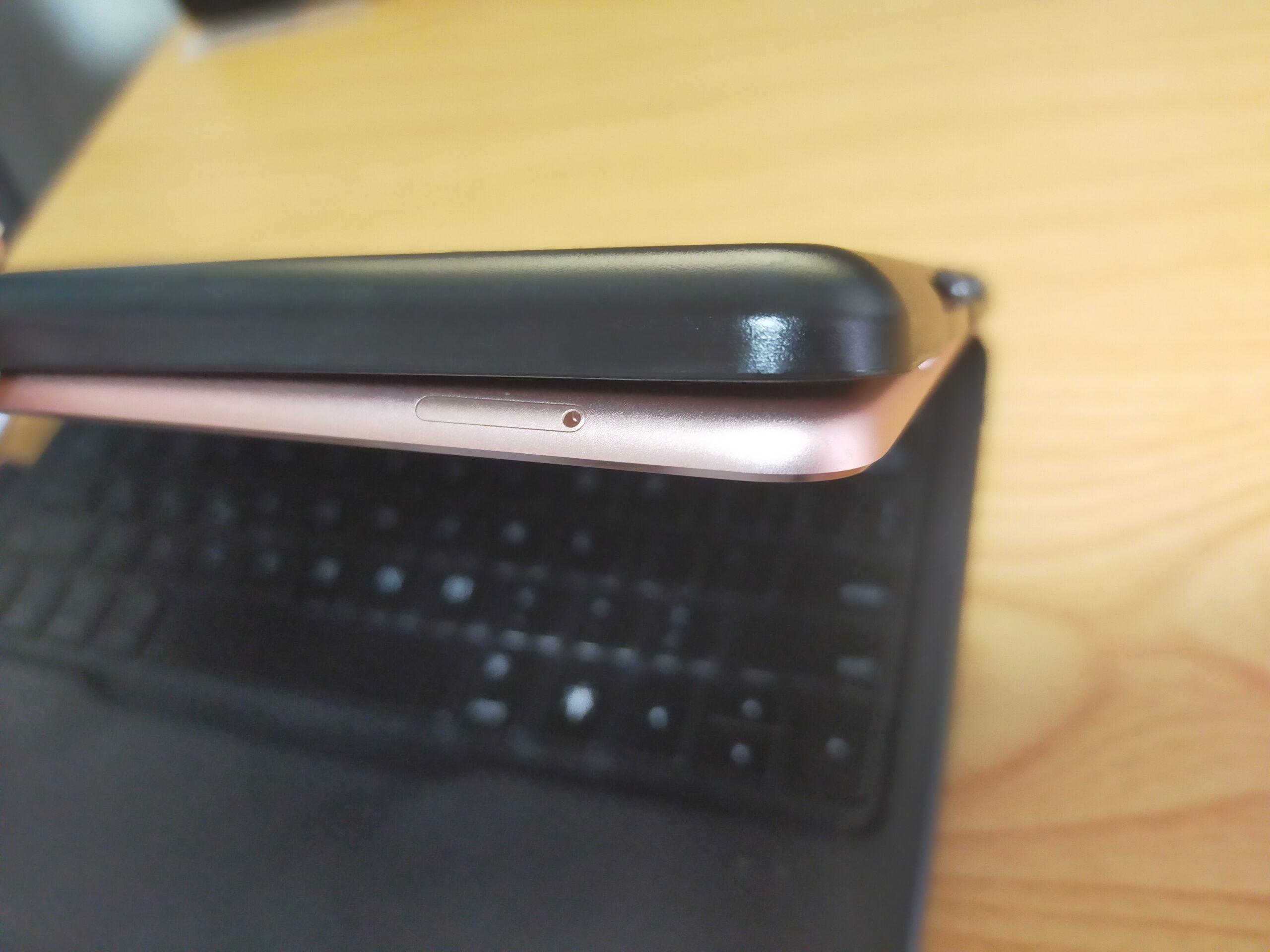 カバーが緩くてiPadから外れそうの画像